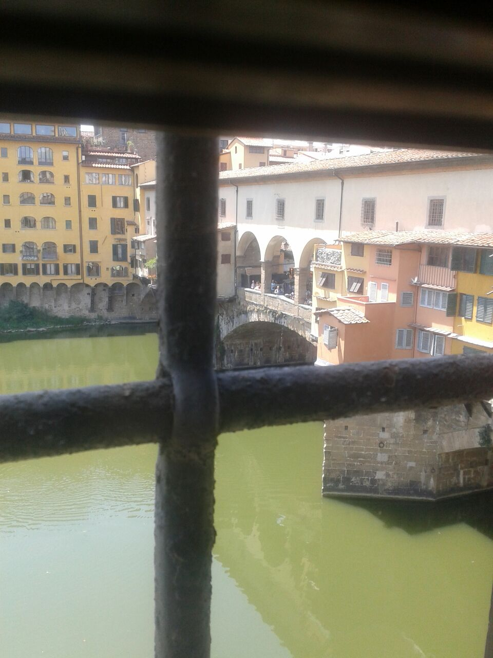 Vista del Ponte Vechio después desde el corredor