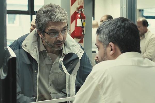 """Ricardo Darín en """"Relatos Salvajes"""" , intentando explicar que su auto no estaba mal estacionado"""