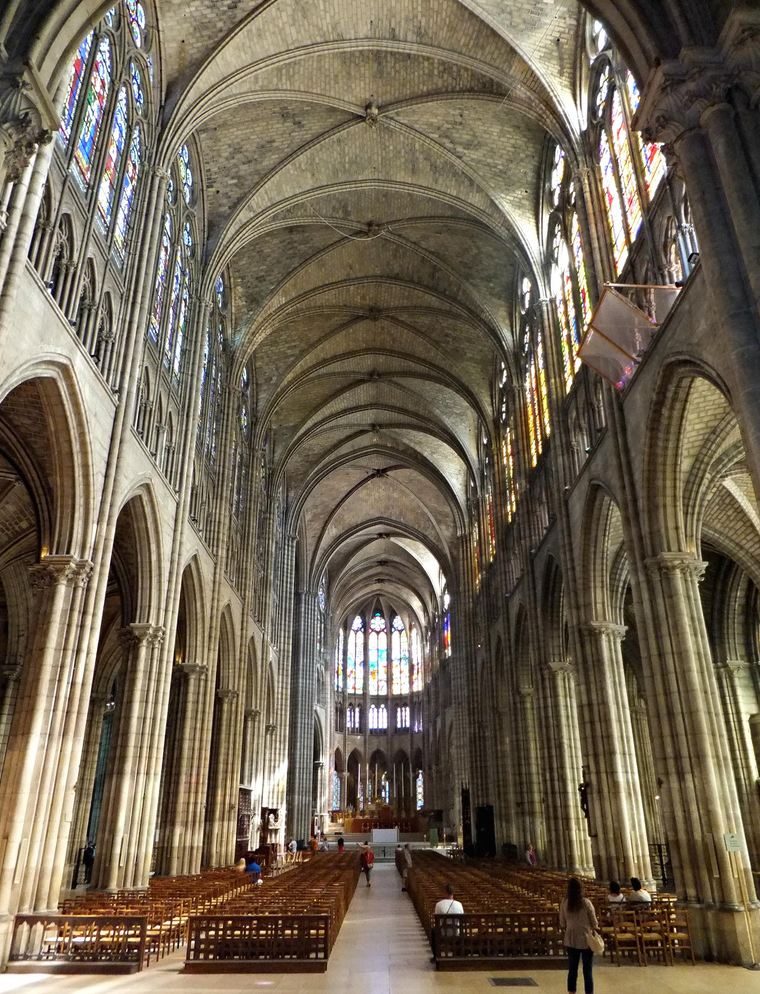 Nave central, Basílica de Saint Denis