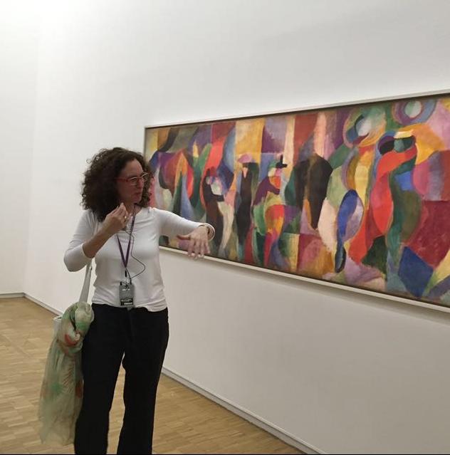 En el Museo Pompidou frente a la obra de Sonia Delaunay.