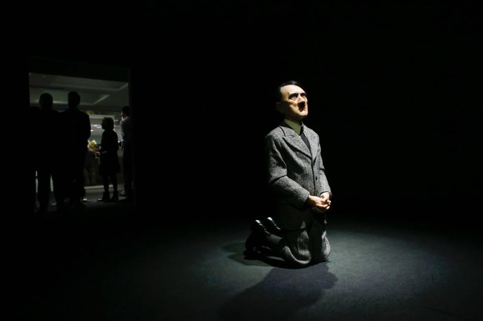 Él, Maurizio Cattelan, 2001.